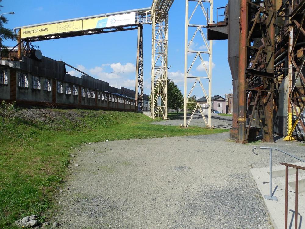 Obrázek 8: Volná plocha po staré čerpací stanici chladících vod u 1. vysoké pece