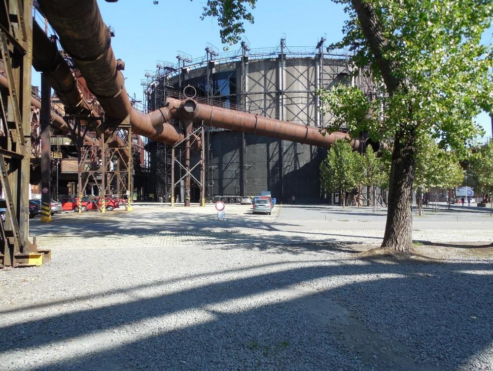 Obrázek 9: Na prostranství před plynojemem stávala plynočistírna ELGA a rozkazovna